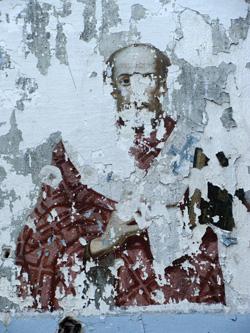 Сохранившиеся фрески на стенах Половинской церкви.