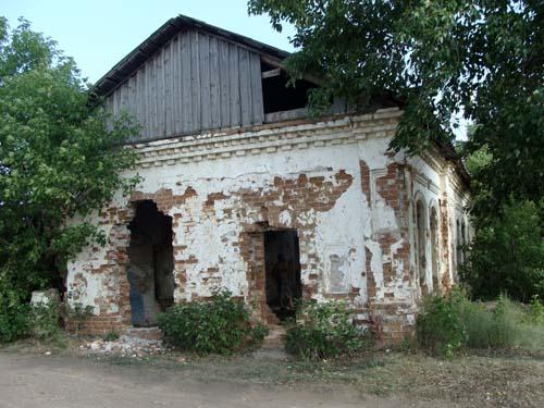 Здание мужской церковно-приходской школы в Половинном.